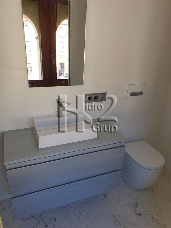 Hidro2 Grup - Trabajos de fontanería - Colocación de sanitarios y muebles en cuarto de baño en Castellonet de la Conquesta